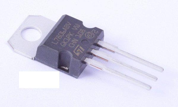 7806 voltage regulator IC