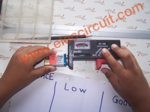 How to use a Battery Tester by Chayapol