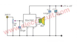 Low voltage amplifier circuit using TDA7052