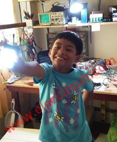 Simple High power LED flashlight by chayapol